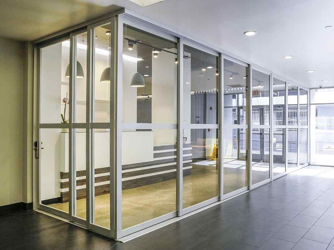 3 FTS L Shaped Silver Clear 3P 4P Fixed Panel closed lobby entrance salto ignited spaces