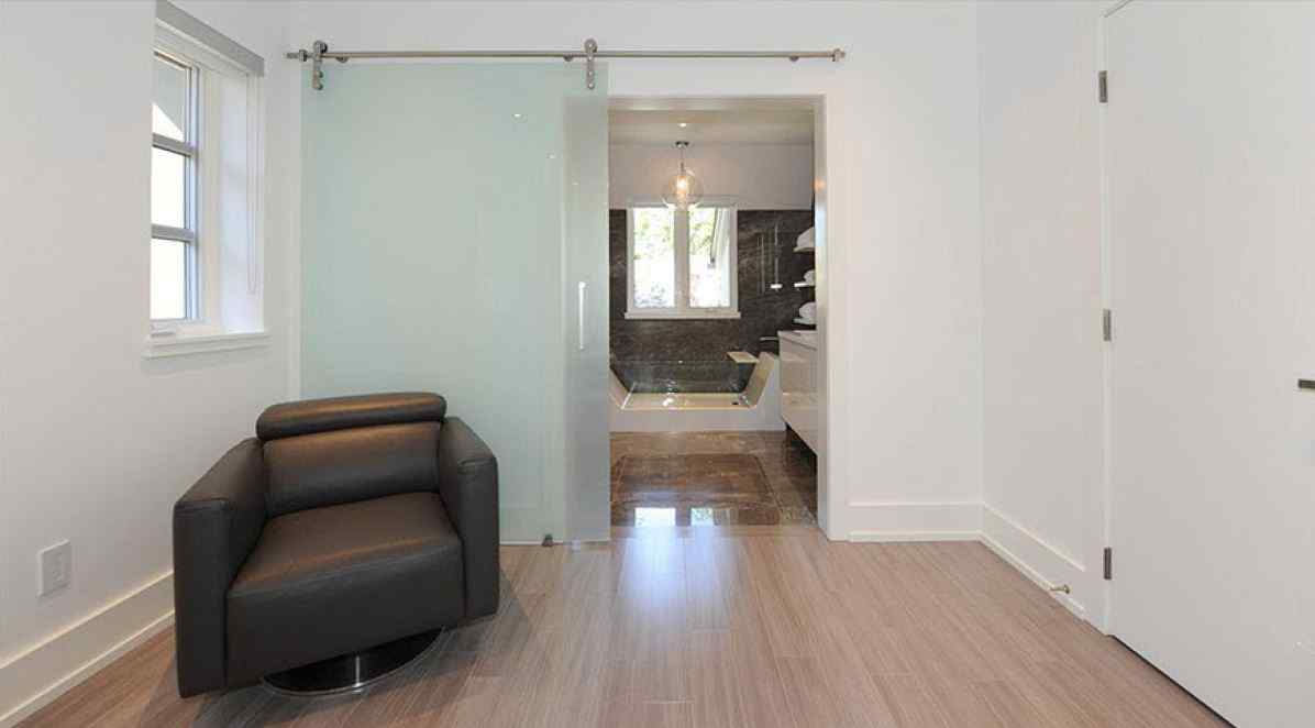 Frameless bathroom barn door glass